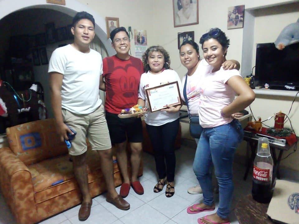 Reconocimiento entregado a la Fan #1 Doris Georgina Vazquez de mano del Dr. Miguel Angel Ramirez Aguilar en Mérida, Yucatán