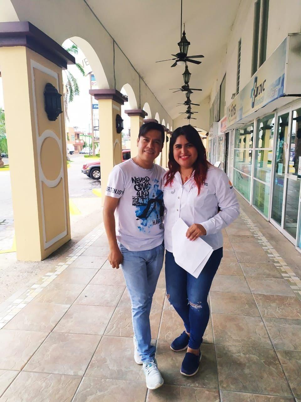 El Dr. Miguel Angel Ramirez Aguilar y Christy Iglesias del programa TropiSureste fundadores de Tu Radio Inteligente